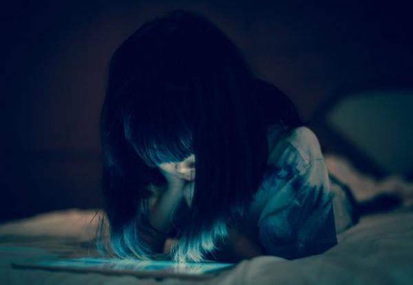 Korzystanie z urządzeń elektronicznych przed snem